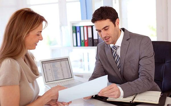 asesor-cliente-obtener-credito-hipotecario-bancario