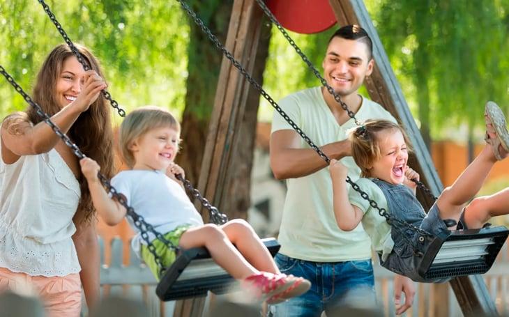 comprar-casa-familia-parque-seguridad
