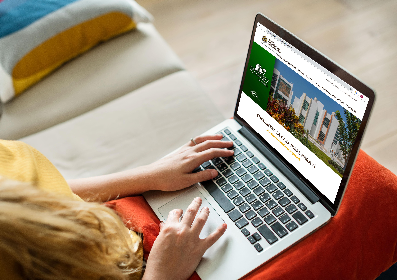que-casa-comprar-laptop-busqueda-promotora-residencial-web